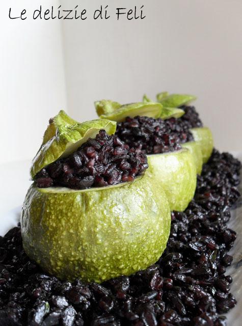 riso nero con zucchinette ripiene