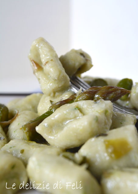 gnocchi di tofu con asparagi