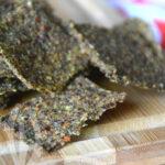 Raw-crackers di zucchine con semi di lino